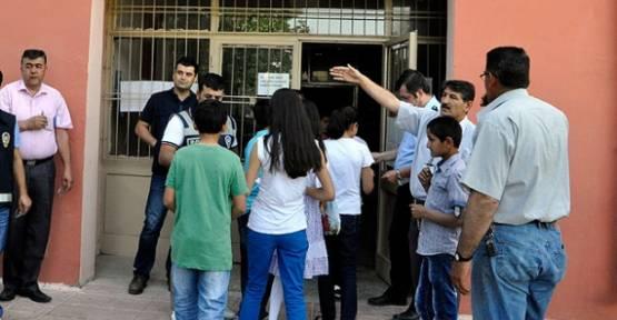 864 bin öğrenci Parasız Yatılılık ve Bursluluk Sınavına girdi