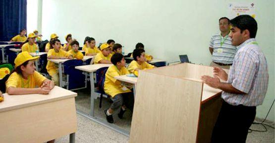 Çocuklar PAÜ'de Bilim Dünyasında yolculuğa çıkıyor