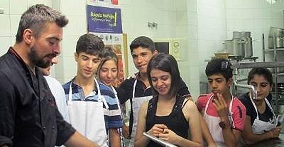 Diyarbakırlı chef adayı öğrenciler İspanya'dan döndüler