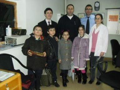 İlköğretim öğrencileri, karanfillerle doktorların bayramını kutladı