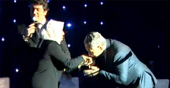 Melek İpek'ten eli öpülesi bağış