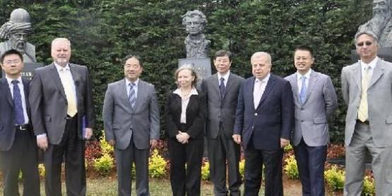 Mevlana ile Konfuçyüs Okan'da buluştu.